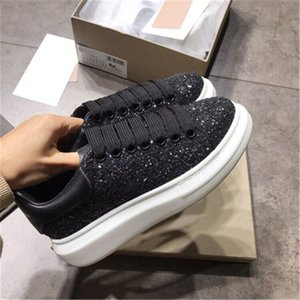 Black Velvet Hommes Femmes Chaussures Chaussures Belle Chaussures plates-formes de sport de luxe Designers Chaussures en cuir Couleurs unies Robe Sheo 2020