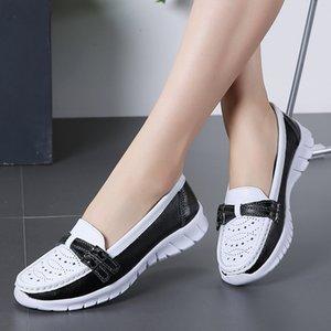 Mulheres Flats preguiçosos Shoes 2019 mocassim de couro liso Shoes Ladies oco fivela metálica Comfort Mocassim de automóvel a pé