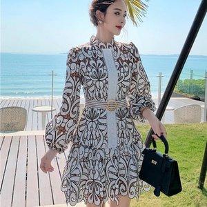 Платья вышивки Асимметричный женщин Стенд Воротник фонарь с длинным рукавом высокой талией Lace Up выдалбливают платье Женский