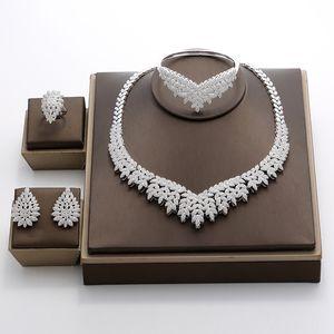 Hadiyana 2018 Noble Micro Pave Cubic Zirconia Sistemas de la joyería de Dubai Últimas joyas de boda nupcial de lujo 4pcs Set para mujeres TZ8025 C18122701