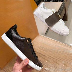 Designer flache beiläufige Schuhe 100% Printed Ledersneaker Alphabet Spitzen-up Luxus-Frau Schuhe Metall-Sperre braun Weiße Schuhe Große Größe 35-41-42