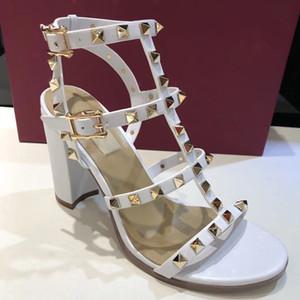 Nuovi arrivi 2018 Patent Leather Heels Thrill donne uniche del progettista scarpe da sposa abito a punta Lettere sandali tacco 34-41
