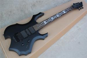 Palissandre mat Forme inhabituelle corps noir guitare électrique avec le matériel noir, pont Tremolo, 3 micros, peut être personnalisé