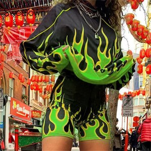 Sweetown fuego llameante impresión de dos piezas de desgaste fijan motorista casual tapa y los cortocircuitos para hacer deporte del chándal de las mujeres de entrenamiento del club Trajes Y200110