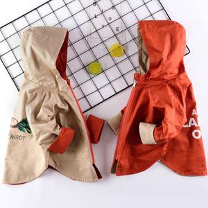 Los bebés varones chaquetas al aire libre 2-11 años de edad de dibujos animados de impresión rábano primavera y otoño chaqueta con capucha chicos trench reversible