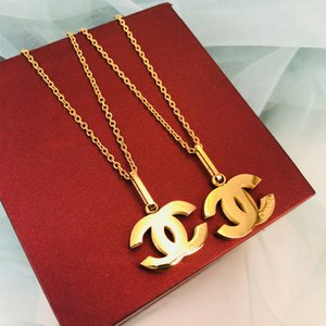 Titanium Steel Letter Luxury Necklace Top Designer Necklace Crystal Diamond Pendant Necklaces Women Pearl Necklaces Jewelry