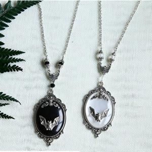 Gothic Pendant Bat, Vampiro collana Bat, collana di cristallo Strega, regalo per l'amante, argento Victorian Cameo Collana incorniciato