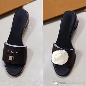 Chaussons classiques Summer Femmes Chaussures Plage Dessin animé Big Head Pantoufles Cuir Medium Heel Sandales Lettres Pantoufles de grande taille 35-42 US4-US11