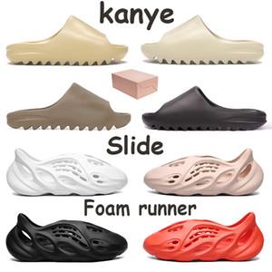 Лучшего качество Kanye Скользящих Мужчин Женщина обувь Ядро Саж Earth Brown Desert Sand Смола Кость Пена Runner Тройной Черные Красные Белые кроссовки