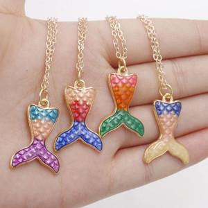 Venta al por mayor 10 unidades / lote Light Gold Enamel Mermaid Tail Charm colgantes para mujer niño joyería encontrar que hace