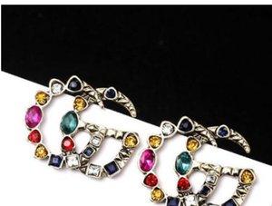 Pendientes de diseñadores famosos con perlas de cristal pendientes largo grande joyería para las mujeres Rojo Verde Blanco Amarillo Piedra colorida para a8701 Partido