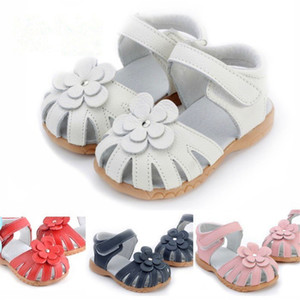 2019New Genuine Leather Girls Sandals Summer Baby Walker Shoes para Rivet Flower Hollow Antislip Fondo suave Niños Niños Sandalias