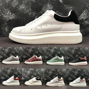 Moda Comfort Trendy 2019 Designer de luxo Men Casual Shoes Womens Triplo Branco Preto MC real Low Cut Couro treinadores desportivos Sneakers 35-44