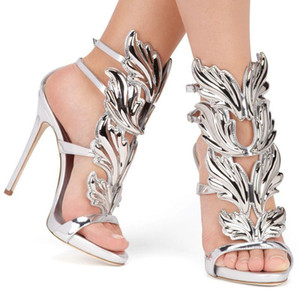 뜨거운 판매-황금 샌들 실버 골드 검투사 하이힐 신발 여성 금속 날개 샌들