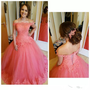2019 Bateau Neck Tulle Ball Gowns Quinceanera Dresses Lace Applique Floor Length Formal Party Prom Dresses