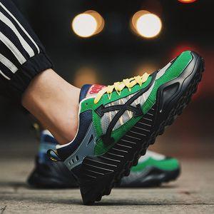2019 Moda calçados casuais dos homens de lona de Ventilação Esportes sapatos baixos Não-deslizamento Quatro Estações Sapatos para Trabalho de Negócios Jovens estudantes YY550