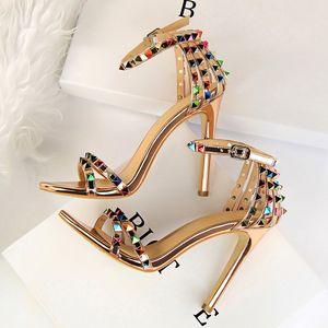 2020 Mulheres 11cm Salto Alto Rebites Studded Sandals Lady Sandles Stiletto Gladiator Bombas Stripper Verão Fetish Platform Shoes CY200518
