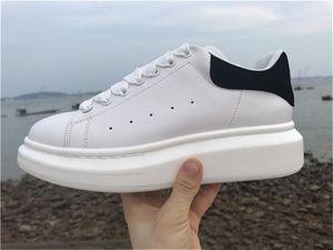2019 di modo di promozione Casual Shoes Flats Moda spessa suola di cuoio a piedi scarpe esterna quotidiano del partito del vestito Sneakers