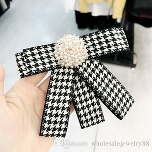Preppy Stiller Çizgili Izgara Kravat Stiller Broş Kristal İnci Çiçeği Korsaj El yapımı ilmek Broş iğneler İçin Kadın Yaka Aksesuarları