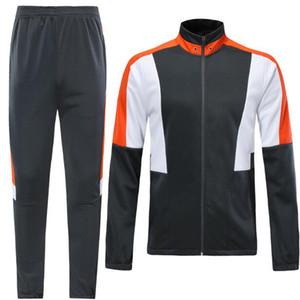 2019 mens di personalità Set di calcio con gli shorts Uniformi tute calcio reversibile maglie Uniforme più richiesti: stili online
