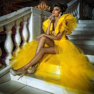 2020 neue reizvolles Gold-hohe niedrige Abschlussball-Kleider mit Tutu abnehmbarem Zuge mit tiefem V-Ausschnitt Rüschen Abendkleider Überrock