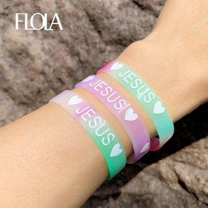 FLOLA 10pcs Çok renkli Custom İsa Silikon Bileklikler Bilezikler Şeker Renk Kalp Sport Kauçuk Bileklik Bilezik Hediye brtc37