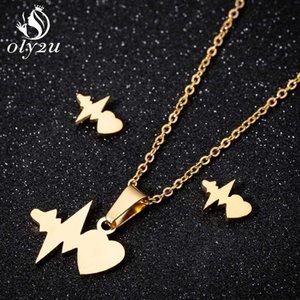 Oly2u Gold Heartbeat Pendant Necklace Stud Pendientes Conjuntos de joyería para las mujeres Gargantilla larga Collares de acero inoxidable para mujer brincos