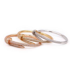 Марка Классический дизайнер ювелирных изделий браслета женщин высокого качества Покрытие 18К золота Кристалл Nail Браслет Лучший День святого Валентина подарка Пара Браслет