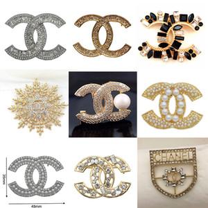 Top Designer Perle exquis de luxe Broches Broche Lettre Broches Pins Femmes élégant Mode Bijoux fantaisie Livraison gratuite