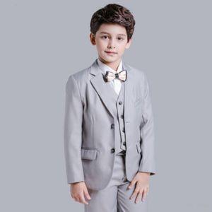 Popüler Grey Boys Resmi OccasionTuxedos Notch Yaka İki Düğme Çocuklar Düğün Smokin Çocuk Suit Tatil giysi (Ceket + Pantolon + Kravat