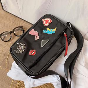 새로운 2020 배지 경사 나일론 남성과 여성의 가방 싱글 소녀 소년 남여 어깨 남자 둘과 여성 지갑 핸드백