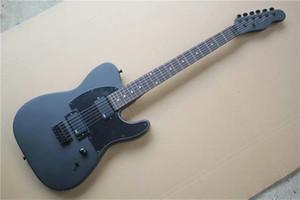 Personnalisé en usine Matte Black Body Electric Guitar avec Signature, touche palissandre, pickguard noir, 2 micros, peut être personnalisé