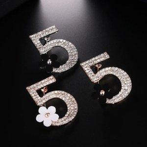 Moda zarif lüks Marka Broş Harf 5 Tam Kristal Rhinestone Broş iğneler İçin Kadınlar Partisi Çiçek Numarası Broş