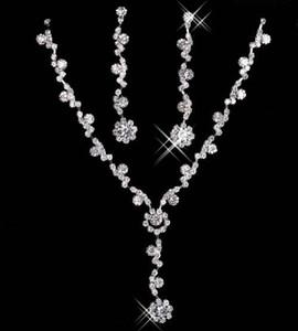 2020 joyería nupcial elegante plateado aleación diamantes de imitación perlas de cristal collar de la joyería de la dama de honor de la novia de envío En 15049