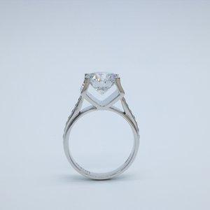 Überragende Stierkopfform 9K, 14K, 18K Moissanite Diamantringe 3Ct Farbe D / F VVS Für Verlobungs- und Heiratsantrag