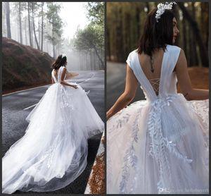 Una línea de tul blanco país vestidos de boda de playa 2019 Nueva primavera vestidos de novia baratos sin respaldo vestito da sposa