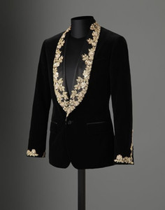 Hot Sale 2018 Autumn Winter Black Velvet Gold Lace Appliques Performance Male Jacket Wedding Prom Party Suits blazer masculino