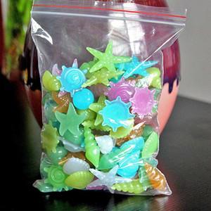 50 adet / Paketi Renkli Parlak Denizyıldızı Conch Shell Parlayan Taş Dekoratif İçin Akvaryum Havuz Şeklinde