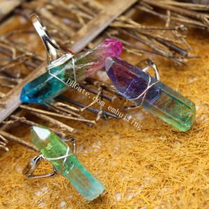 10Pcs zufällige Farbe Irregular Rohquarz Kristall Abgebrochene Punkt-Draht-Verpackungs-Ringe titannitriert Regenbogen Naturstein Wand Statement Ring