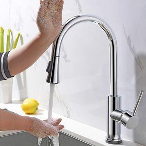 Touch Sense Control Cocina Faucet Pull Out Doble ajuste de agua Fregadero Frío y caliente Mezclador de agua Deck Montado Chrome Bras Sujetadores Tap