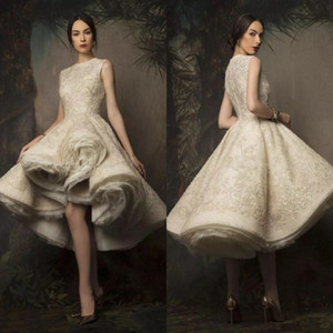 Высокие Низкие Пышные Свадебные Платья 2019 Шеи Драгоценности Кружева Блестками Короткое Свадебное Платье Ruched Органзы Свадебные Платья