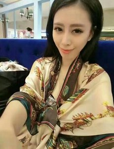 Classic hot style silk scarves, beautiful people, the quality is very perfect, frivolous feeling is very comfortable, delicate women and gir