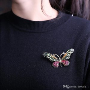 Exquisite lovely Colorful Crystal Butterfly Brooches Fashion Jewelry Insect Shiny Animal Brooch Pin For Women Mens Party Suit Brooches Pins