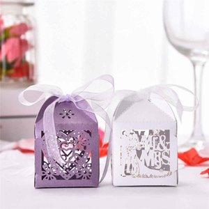 50pcs Wedding Favors Bonbonnière papier Laser Cut Coffrets cadeaux pour invités Monsieur Madame Love Party Coeur Décoration Monobloc