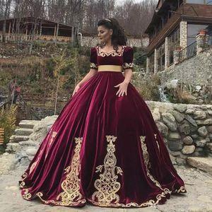 Арабский арабский совок шеи шариковое платье Quinceanera платья бархата с короткими рукавами аппликация разведка поезда принцесса длина пола вечерние платья выпускного вечера