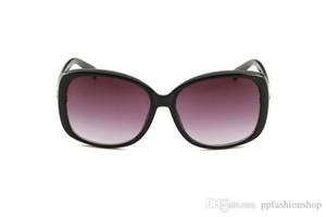 Nouveau 2022 haut de gamme Lunettes de soleil tendance Big cadre de luxe de Diamond eyeglasses Outdoor Lady Lunettes de soleil 5 couleurs avec boîte