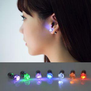 Leuchten LED Ohrstecker Flashing Stecker Edelstahl Blinzeln Studs Tanz-Party-Zubehör Neuheit-Beleuchtung