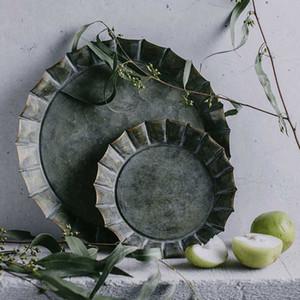 Einzigartige Blumen Rim Handgefertigte Vintage antike Metallschale Ribboned runde Eisen-Tray Rustic Retro Für Privatanwender Kirchliche Trauung