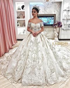 2020 Nuovo Luxury Dubai A Line Abiti da sposa Off Spalla in pizzo Appliques in rilievo Cappella di cristallo perline Treno Arabo Plus Size Abiti da sposa formale