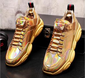 الشقق منصة جديدة وصول رجال العلامة التجارية الأعلى مصمم بريق الذهب الأبيض الزيادة أحذية رجالية اللباس مطرزة متعطل الرجال المتسكعون BM650